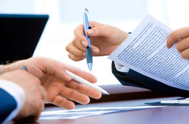 contratto cartaceo firmato